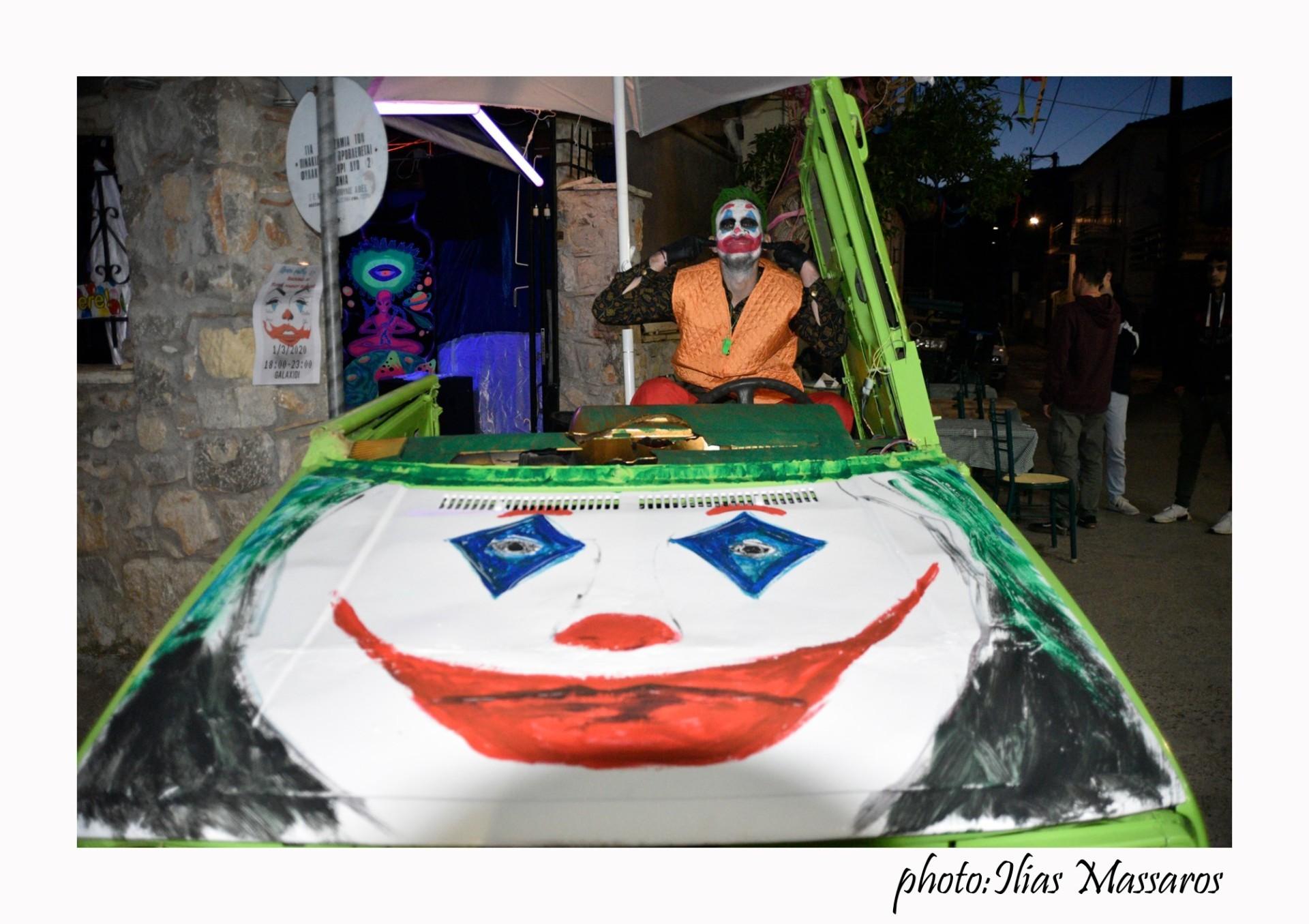 """#Γαλαξείδι2020: Φωτογραφίες από την  Κυριακάτικη παρέλαση των """"κομμένων"""""""