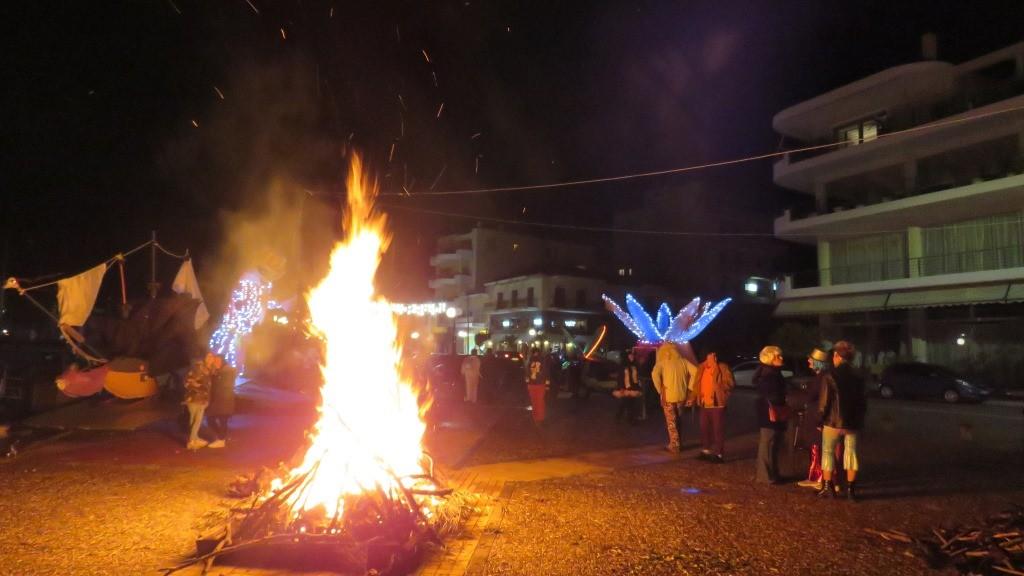 Σοφίτα & Σύλλογος Ιτέα αποκριάτικο πάρτι με φωτιά. (ΦΩΤΟ – VIDEO)